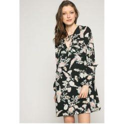 Answear - Sukienka Wild Nature. Szare długie sukienki ANSWEAR, na co dzień, l, z poliesteru, casualowe, z długim rękawem. W wyprzedaży za 79,90 zł.