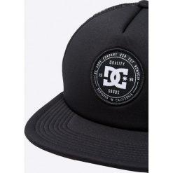 DC - Czapka. Czarne czapki z daszkiem męskie marki DC, z poliesteru. W wyprzedaży za 79,90 zł.