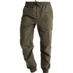 Spodnie męskie: Maharishi SEAMLESS TRACK PANTS Spodnie treningowe mil olive