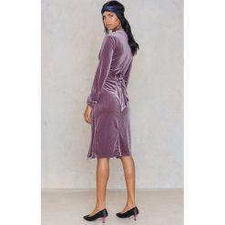 Lioness Sukienka-płaszcz Eastern Opulence - Purple. Fioletowe płaszcze damskie pastelowe Lioness, w paski, z jeansu. W wyprzedaży za 97,19 zł.
