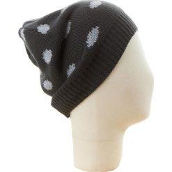 Czapka beanie w kolorze czarno-szarym. Czarne czapki zimowe damskie Codello, w kropki, z dzianiny. W wyprzedaży za 73,95 zł.