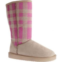 """Kozaki """"Melisa"""" w kolorze beżowo-różowym. Czarne buty zimowe damskie marki Kazar, z futra, przed kolano, na wysokim obcasie, na koturnie. W wyprzedaży za 150,95 zł."""
