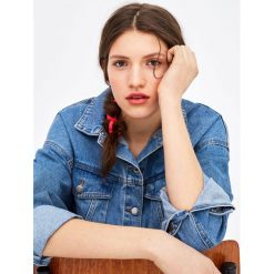 Kurtki i płaszcze damskie: Luźna jeansowa kurtka z opadającymi ramionami