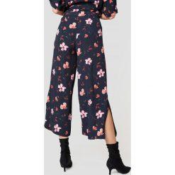 Just Female Spodnie Olivia - Multicolor. Szare spodnie z wysokim stanem marki JUST FEMALE. W wyprzedaży za 222,98 zł.