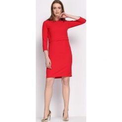 Czerwona Sukienka Propitious. Czerwone sukienki Born2be, xl, z tkaniny, eleganckie, z okrągłym kołnierzem, z długim rękawem, midi, dopasowane. Za 79,99 zł.