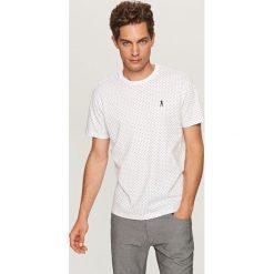 T-shirt w kropki - Biały. Białe t-shirty męskie marki Reserved, l, w kropki. Za 49,99 zł.