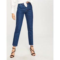 Jeansy z wysokim stanem - Niebieski. Niebieskie spodnie z wysokim stanem marki Reserved, z jeansu. W wyprzedaży za 59,99 zł.