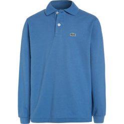Lacoste PJ8915 Koszulka polo wave blue. Niebieskie bluzki dziewczęce bawełniane marki Lacoste. W wyprzedaży za 231,20 zł.
