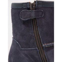 Froddo Śniegowce dark blue. Niebieskie buty zimowe damskie Froddo, z materiału. W wyprzedaży za 174,50 zł.