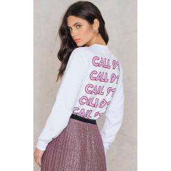 Bluzy damskie: NA-KD Trend Bluza Call 911 – White