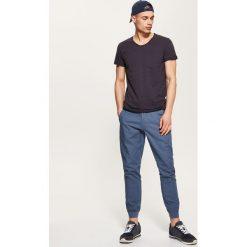 Spodnie męskie: Joggery z domieszką lnu - Niebieski