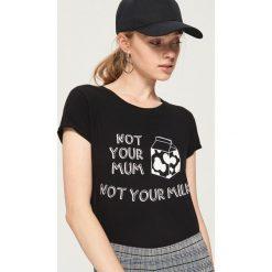 T-shirt z ilustracją - Czarny. Czarne t-shirty damskie marki Sinsay, l. W wyprzedaży za 9,99 zł.