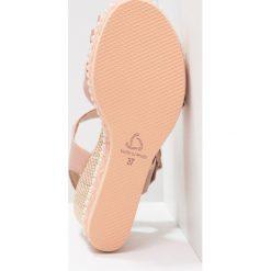Kanna OREGON Sandały na platformie natural make up. Czerwone sandały trekkingowe damskie Kanna, z materiału, na koturnie. Za 629,00 zł.