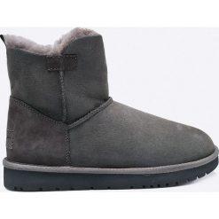Tamaris - Botki. Czarne buty zimowe damskie Tamaris, z materiału, z okrągłym noskiem. W wyprzedaży za 219,90 zł.
