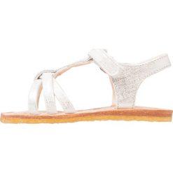 Easy Peasy LULU Sandały blanc/ filament argent. Białe sandały chłopięce Easy- Peasy, z materiału, z otwartym noskiem. W wyprzedaży za 188,30 zł.