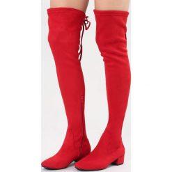 Czerwone Kozaki Genial. Czerwone kozaki damskie vices, z materiału, z okrągłym noskiem, na obcasie. Za 149,99 zł.