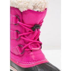 Sorel YOOT PAC Śniegowce haute pink. Czerwone kozaki dziewczęce Sorel, z materiału. W wyprzedaży za 255,20 zł.