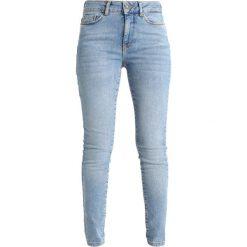 Boyfriendy damskie: Vero Moda Petite VMSEVEN Jeansy Slim Fit light blue denim