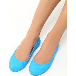 Niebieskie Baleriny Gina. Niebieskie baleriny damskie lakierowane Born2be, w prążki, z kauczuku, na płaskiej podeszwie. Za 29,99 zł.