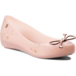 Baleriny MELISSA - Ultragirl Elements Ad 32390  Light Pink 01822. Czerwone baleriny damskie lakierowane Melissa, z tworzywa sztucznego, na płaskiej podeszwie. Za 269,00 zł.