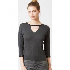Sweter jedwabny w kolorze antracytowym. Szare swetry klasyczne damskie marki Ateliers de la Maille, z jedwabiu, z okrągłym kołnierzem. W wyprzedaży za 318,95 zł.