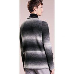 DRYKORN HEATH Sweter anthrazit. Niebieskie swetry klasyczne męskie marki DRYKORN, m, z dekoltem karo. W wyprzedaży za 353,40 zł.