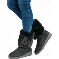 MODNE OBUWIE ZIMOWE. Białe buty zimowe damskie marki KYLIE. Za 89,90 zł.