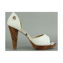 Czółenka które można nosić na 2 Sposoby. Szare buty ślubne damskie Merg, z materiału, na platformie. Za 69,00 zł.
