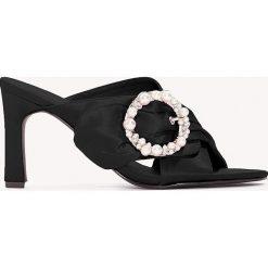 Chodaki damskie: NA-KD Shoes Zdobione klapki mule na obcasie - Black