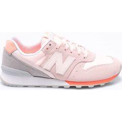 New Balance - Buty WR996STG. Szare buty sportowe damskie New Balance, z materiału. W wyprzedaży za 299,90 zł.