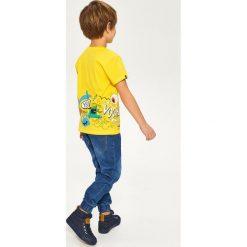 T-shirt z nadrukiem - Żółty. Białe t-shirty chłopięce z nadrukiem marki Reserved, l, z dzianiny. Za 49,99 zł.