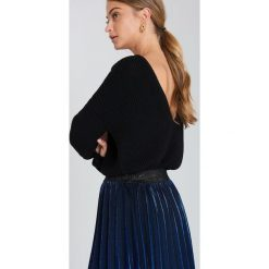 Swetry klasyczne damskie: NA-KD Sweter z dzianiny z dekoltem V – Black