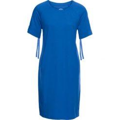 Sukienka z lekkiej dzianiny dresowej, krótki rękaw ze sznurowanymi paskami bonprix lazurowy. Niebieskie sukienki dresowe marki bonprix, z nadrukiem. Za 37,99 zł.