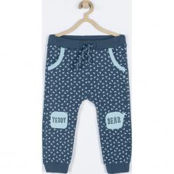 Spodnie. Niebieskie chinosy chłopięce GRIZZLY BEAR, z nadrukiem, z bawełny. Za 55,90 zł.