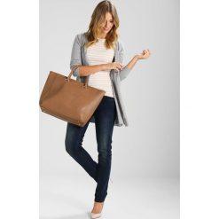 LYDC London Torba na zakupy taupe. Brązowe torebki klasyczne damskie LYDC London. W wyprzedaży za 185,40 zł.
