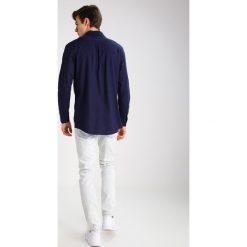 Brooklyn's Own by Rocawear Jeansy Slim Fit light blue. Niebieskie rurki męskie Brooklyn's Own by Rocawear. W wyprzedaży za 126,75 zł.