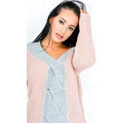 Kardigany damskie: Dwukolorowy sweter z warkoczem