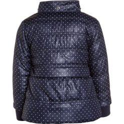 Blue Seven MINI Kurtka zimowa dunkelblau. Niebieskie kurtki dziewczęce przeciwdeszczowe Blue Seven, na zimę, z materiału. Za 169,00 zł.