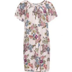 Sukienki: Sukienka shirtowa w kwiaty bonprix jasnoróżowy z nadrukiem