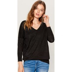 Sweter z metaliczną nitką - Czarny. Czarne swetry klasyczne damskie marki Mohito, l. Za 99,99 zł.