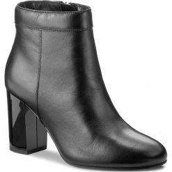 Botki GUESS - Dory FLDOR3 LEA09 BLACK. Czarne buty zimowe damskie Guess, z materiału. W wyprzedaży za 389,00 zł.
