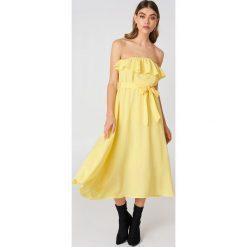 Sukienki hiszpanki: Andrea Hedenstedt x NA-KD Sukienka midi z falbanką – Yellow