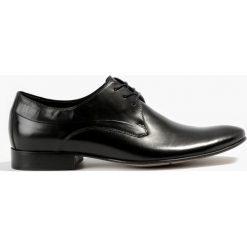Półbuty czarne Standard. Czarne buty wizytowe męskie marki Wojas, wizytowe, z okrągłym noskiem, na obcasie. Za 159,99 zł.