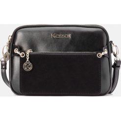 Czarna torebka damska. Czarne torebki klasyczne damskie marki Kazar, w paski, ze skóry, z tłoczeniem, z frędzlami. Za 599,00 zł.