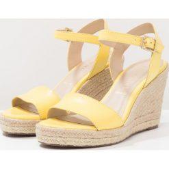 San Marina VUPERA Sandały na obcasie lime. Żółte sandały damskie San Marina, z materiału, na obcasie. Za 369,00 zł.