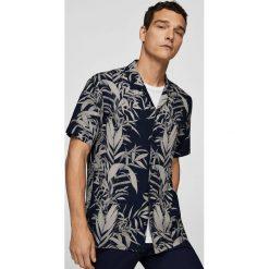 Mango Man - Koszula John3. Szare koszule męskie na spinki marki Mango Man, l, z tkaniny, z klasycznym kołnierzykiem, z krótkim rękawem. W wyprzedaży za 69,90 zł.