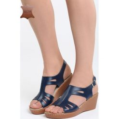 Niebieskie Skórzane Sandały Three Musketeers. Niebieskie sandały damskie marki Born2be, z materiału, na koturnie. Za 99,99 zł.