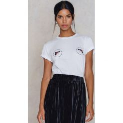 NA-KD Koszulka Stop Violence - White. Białe t-shirty damskie NA-KD, z nadrukiem, z bawełny. W wyprzedaży za 40,48 zł.