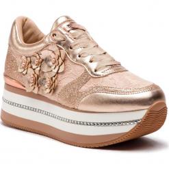 Sneakersy GUESS - FL5HIN LAC12 ROSE. Czerwone sneakersy damskie marki Guess, z materiału. Za 599,00 zł.