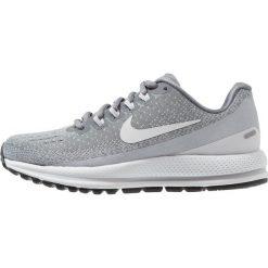 Nike Performance WMNS AIR ZOOM VOMERO 13 Obuwie do biegania treningowe cool grey/pure platinum/wolf grey/white. Szare buty do biegania damskie marki Nike Performance, z materiału. Za 589,00 zł.